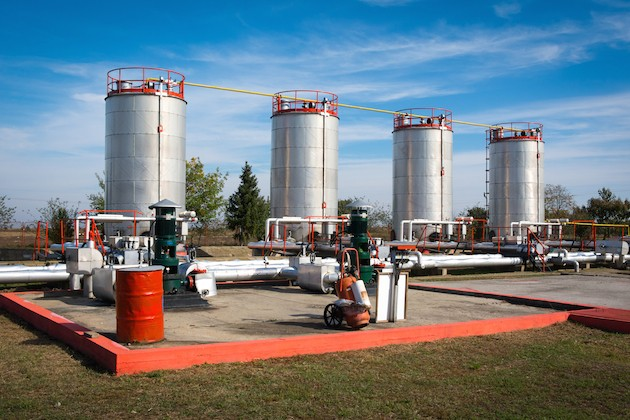 oil-storage-and-pipeline