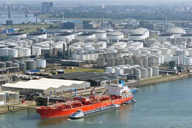 oil-tanker-terminal